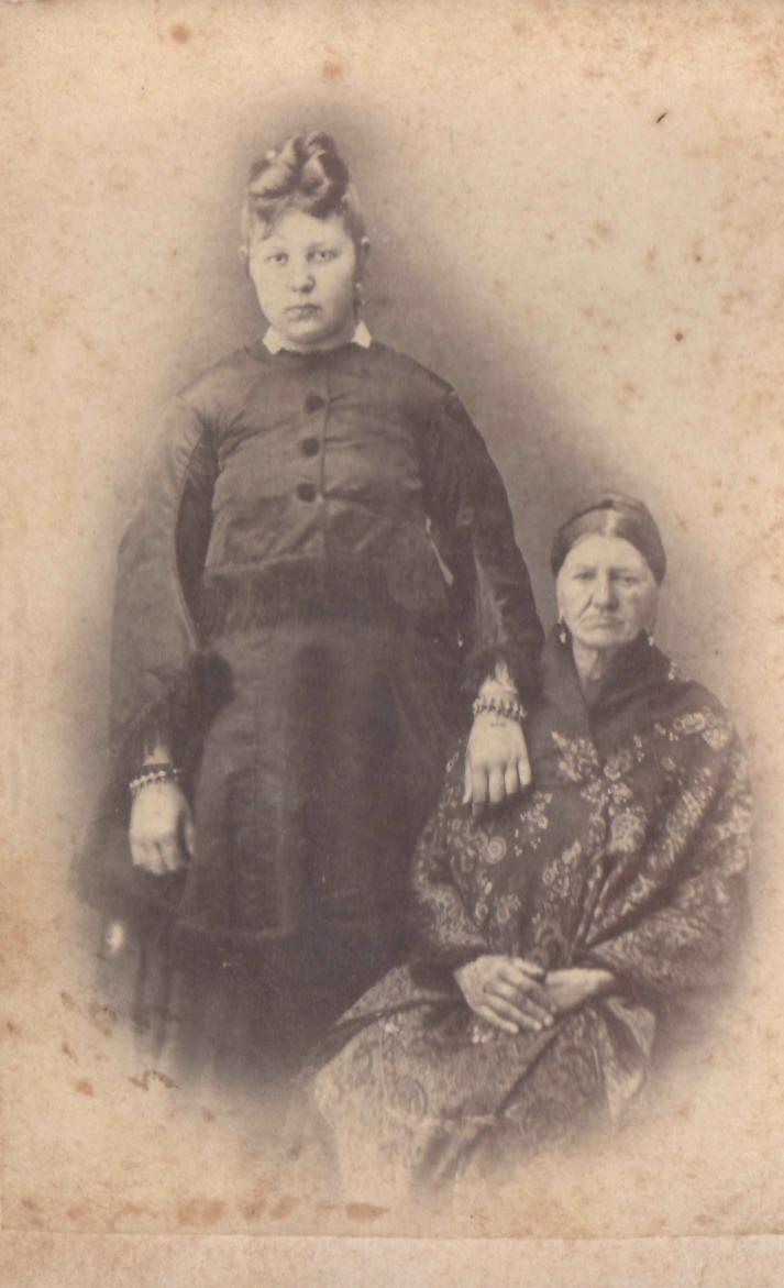 Портрет бабушки с внучкой. 1870-е