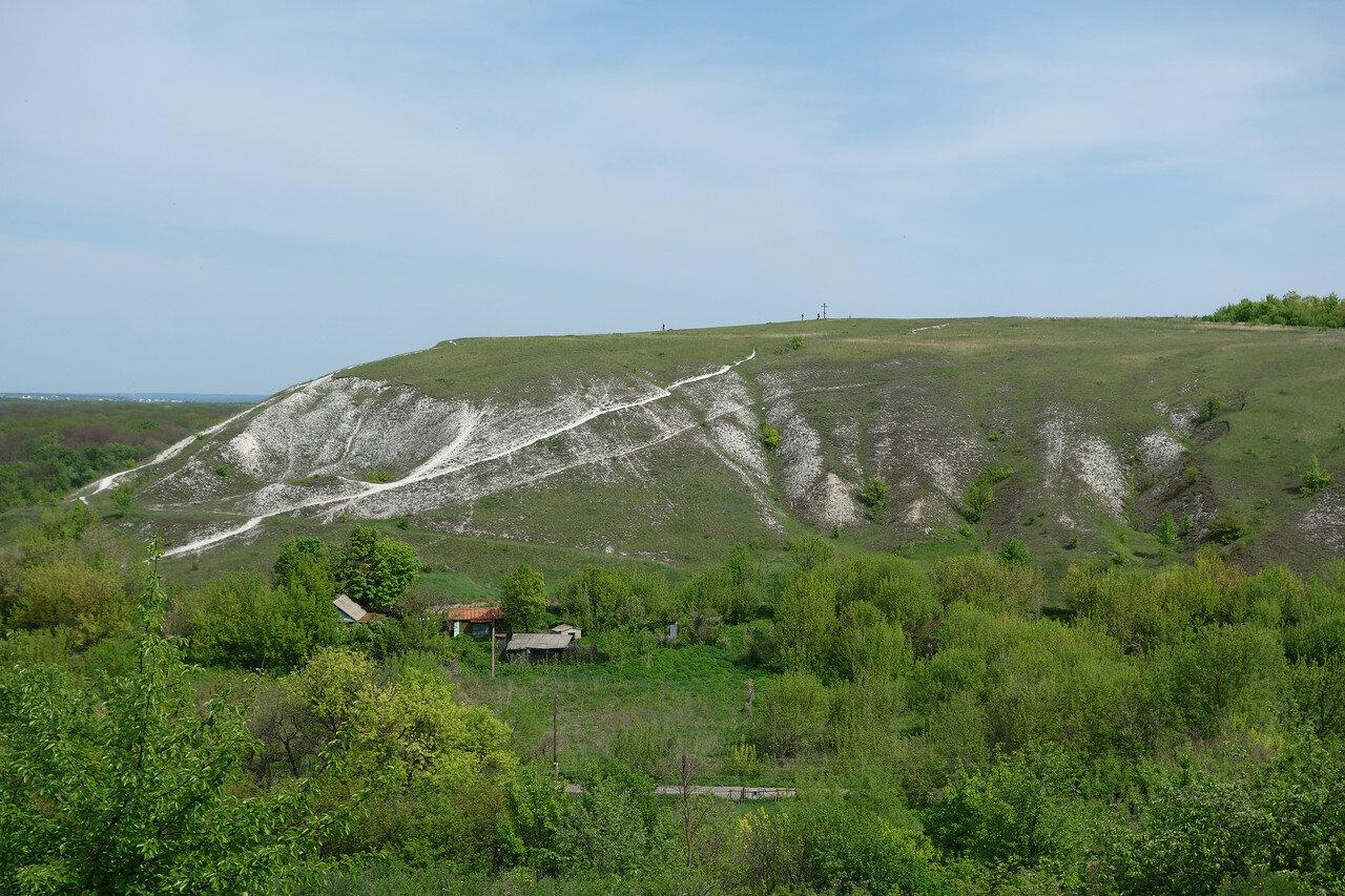 меловая горка с крестом над хутором Кирпичи