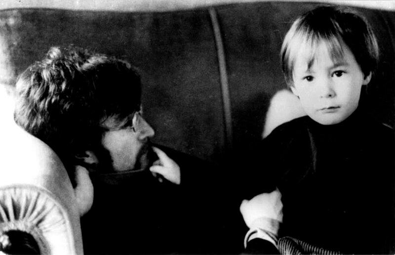 1087 Джон и Джулиан Леннон, 1967.jpg