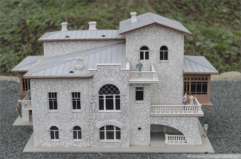 Домик Чехова в Ялте. Бахчисарай, парк миниатюр.