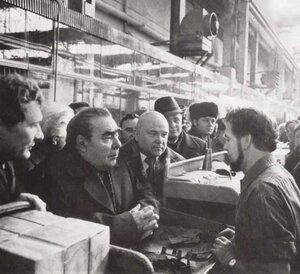 Брежнев посещает завод, фото 1978 г