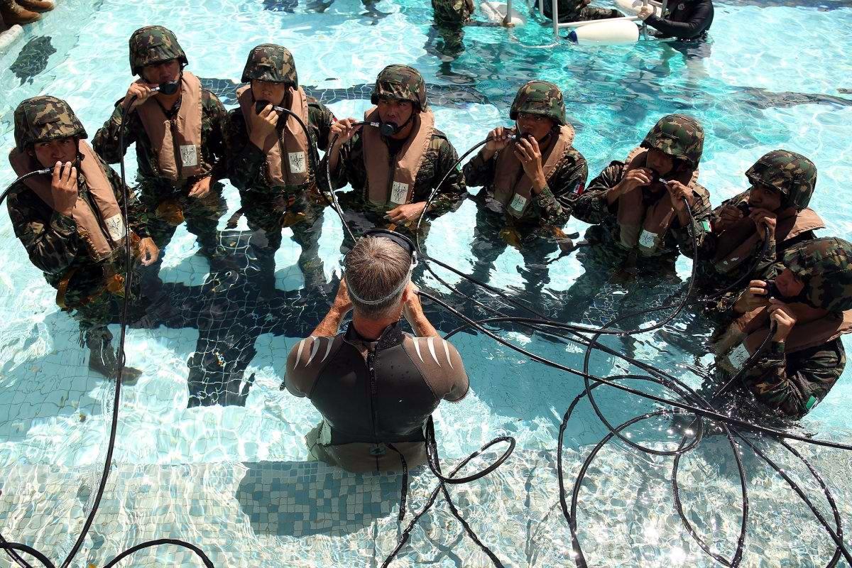 На учебном поле брани: Картинки из жизни бойцов различных спецназов (19)