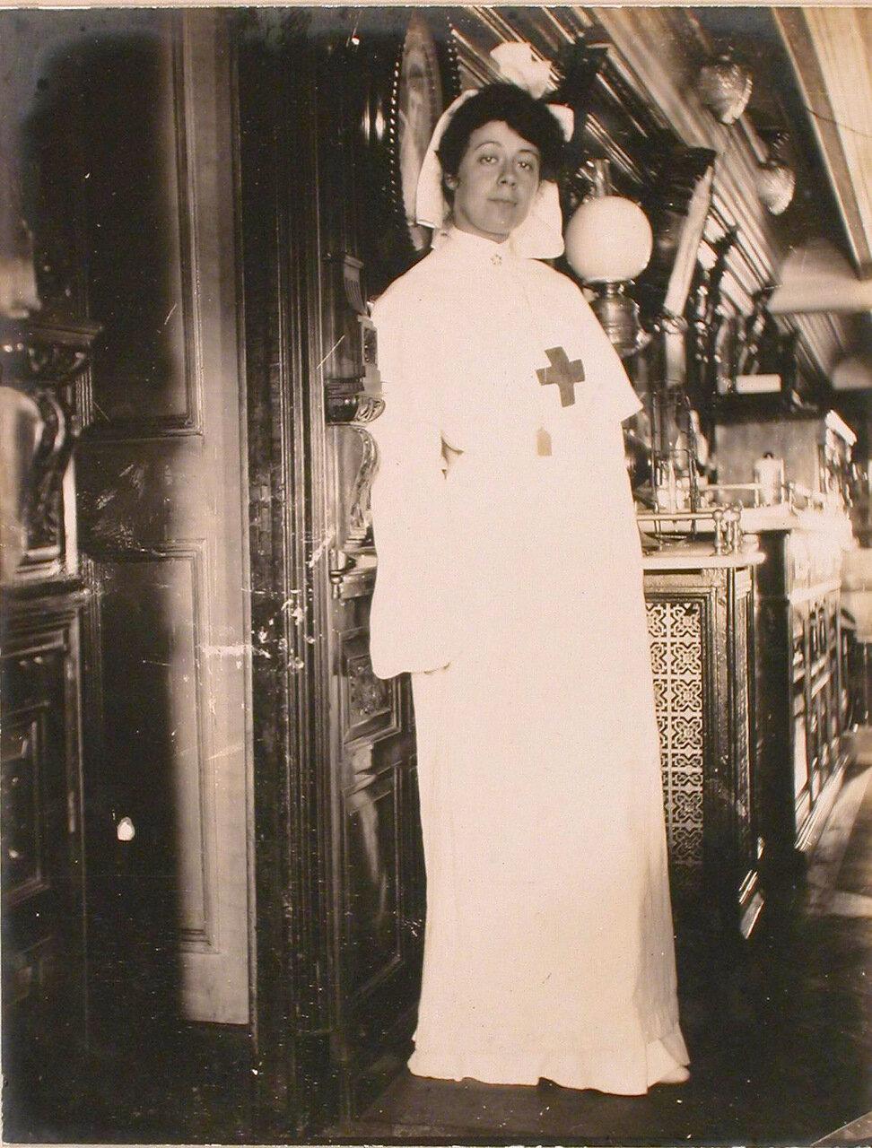 09. Сестра милосердия плавучего госпиталя Орёл в одном из помещений