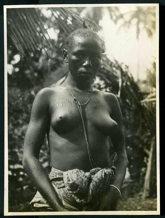 1930. Западная Африка, Женщина с с ритуальными насечками