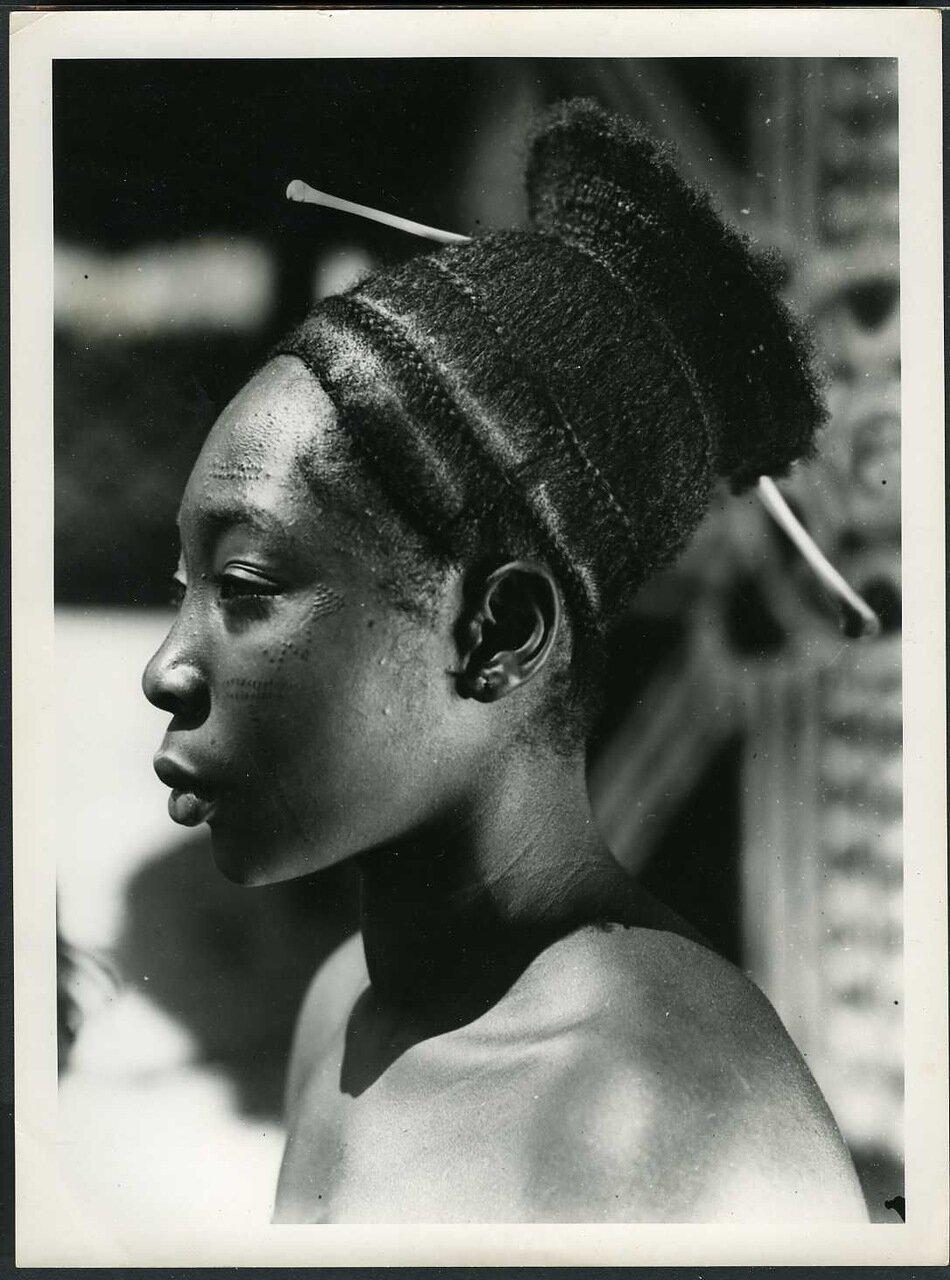 1950. Конго. Женщина народности кингуба
