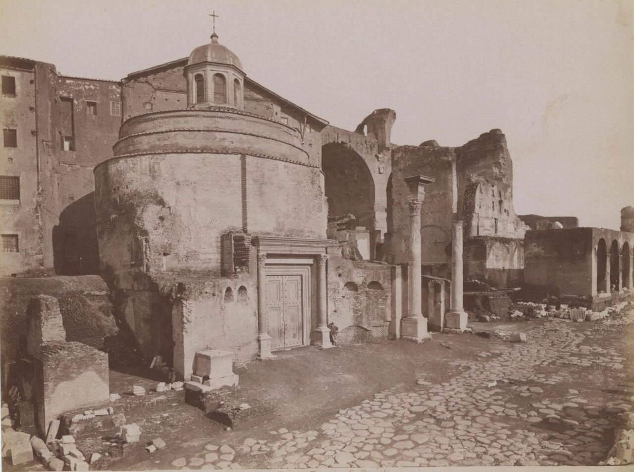 Форум. Храм Ромула