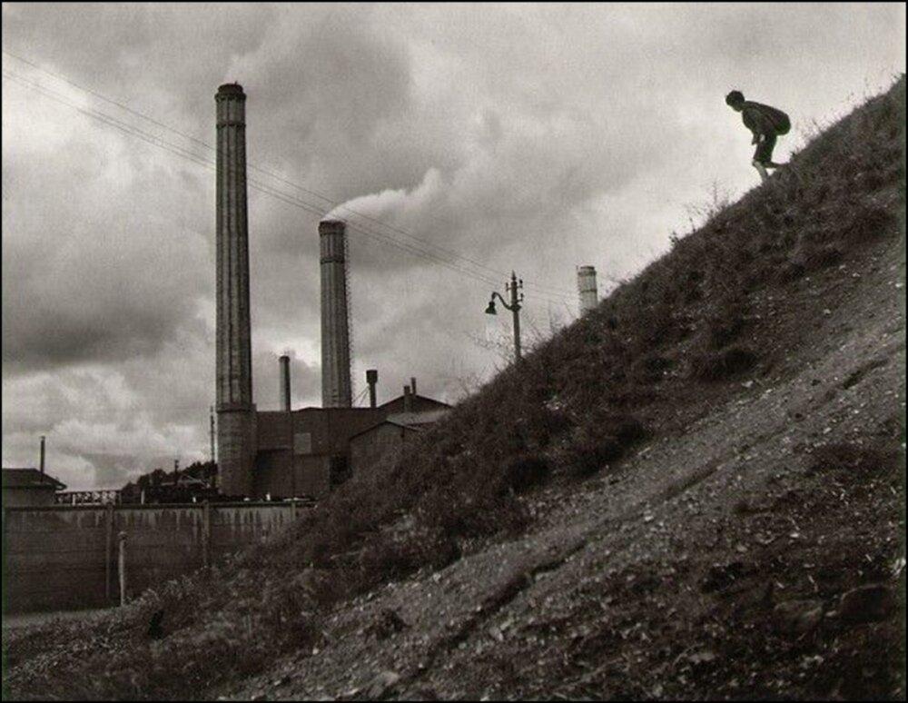1946. Спуск к фабрике