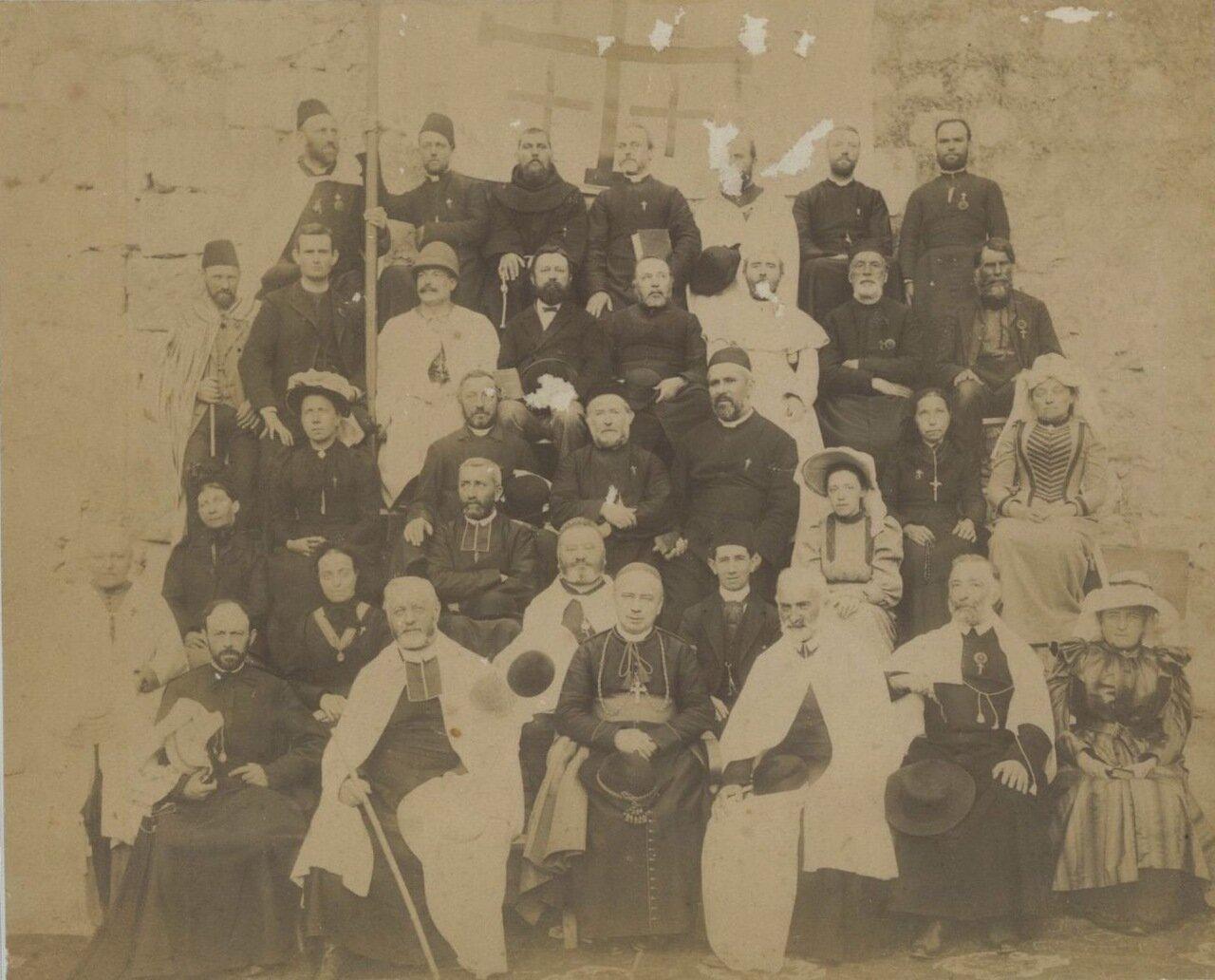 Члены католической миссии