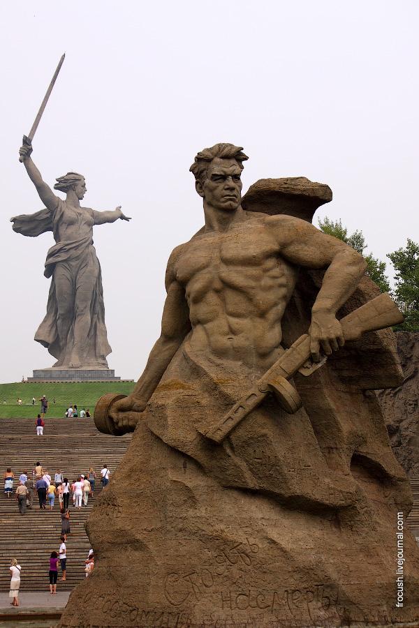 Монумент «Стоять насмерть»