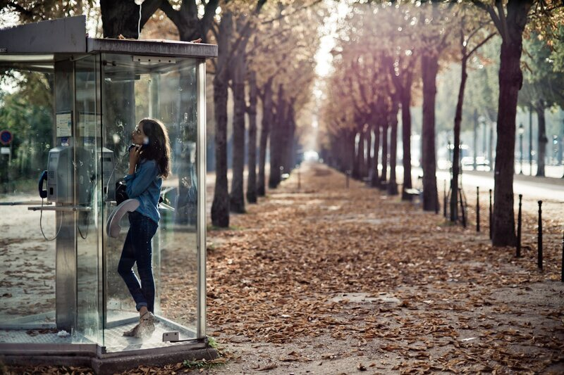 phone booth girl woods photos by Yanidel