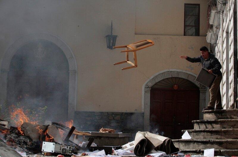 Сильные фотографии Reuters о горячих событиях в мире