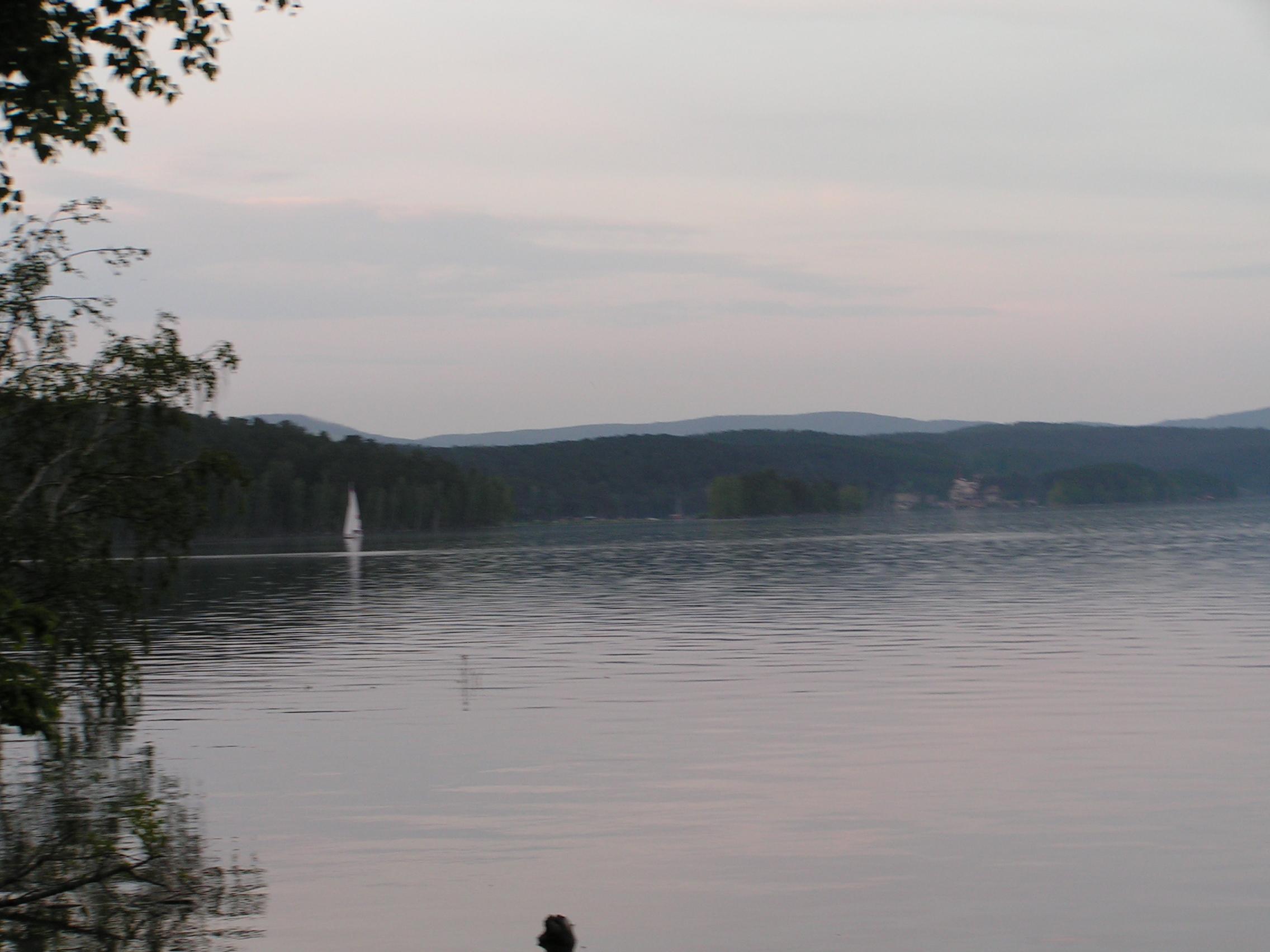 ″Белеет парус одинокий…″ втумане озера Тургояк (24.05.2014)