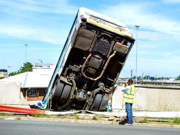 «Тростниковый танец»: жертвами ДТП вСвазиленде стали 38 человек