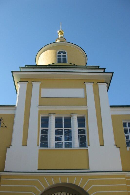 Покровский Хотьков монастырь. Надвратная церковь Митрофана Воронежского, 1833 г.