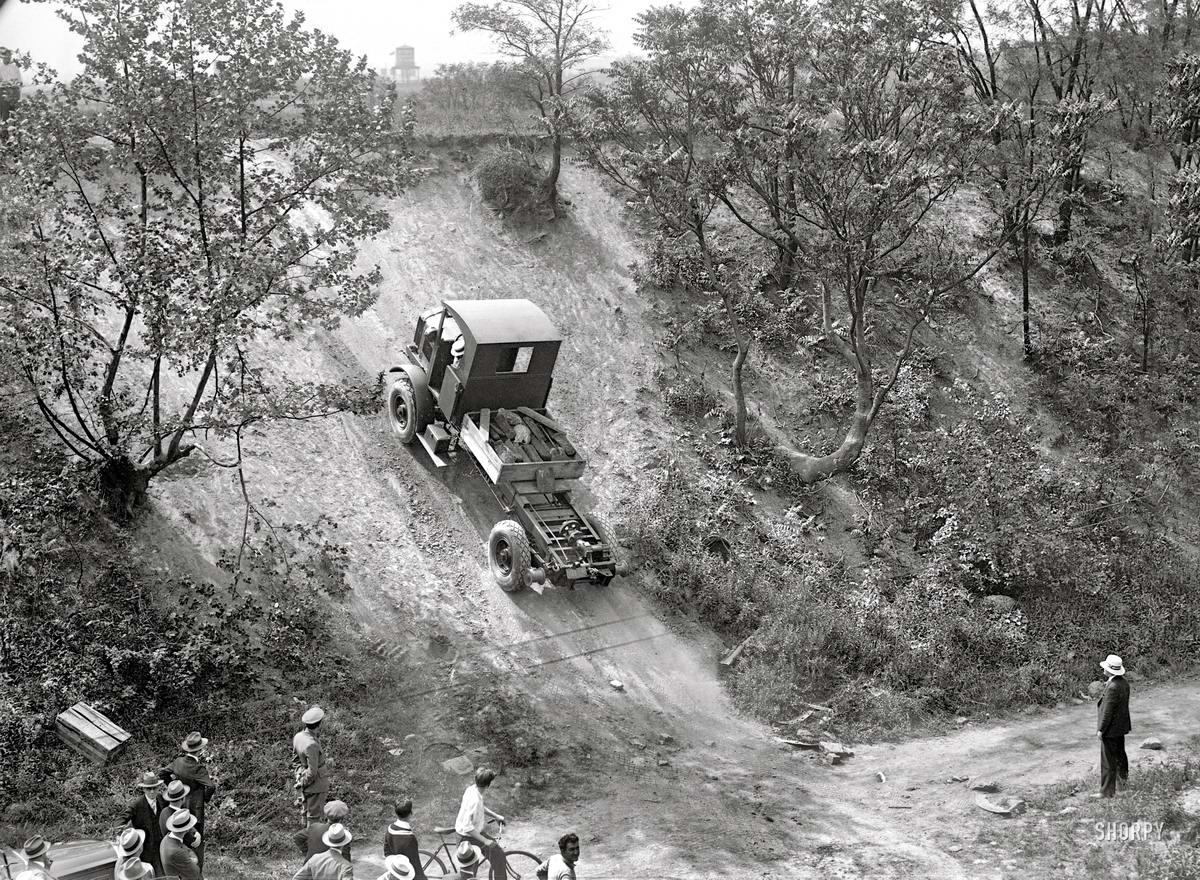 Грузовые автомобили начала 20-го века на снимках американских фотографов (34)