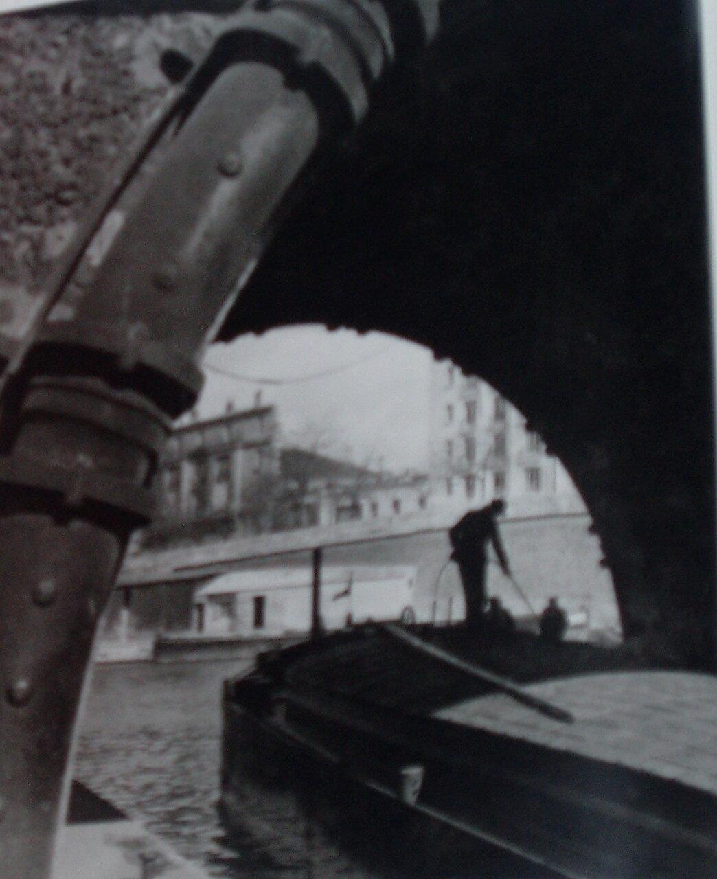 1933. Баржа на Сене