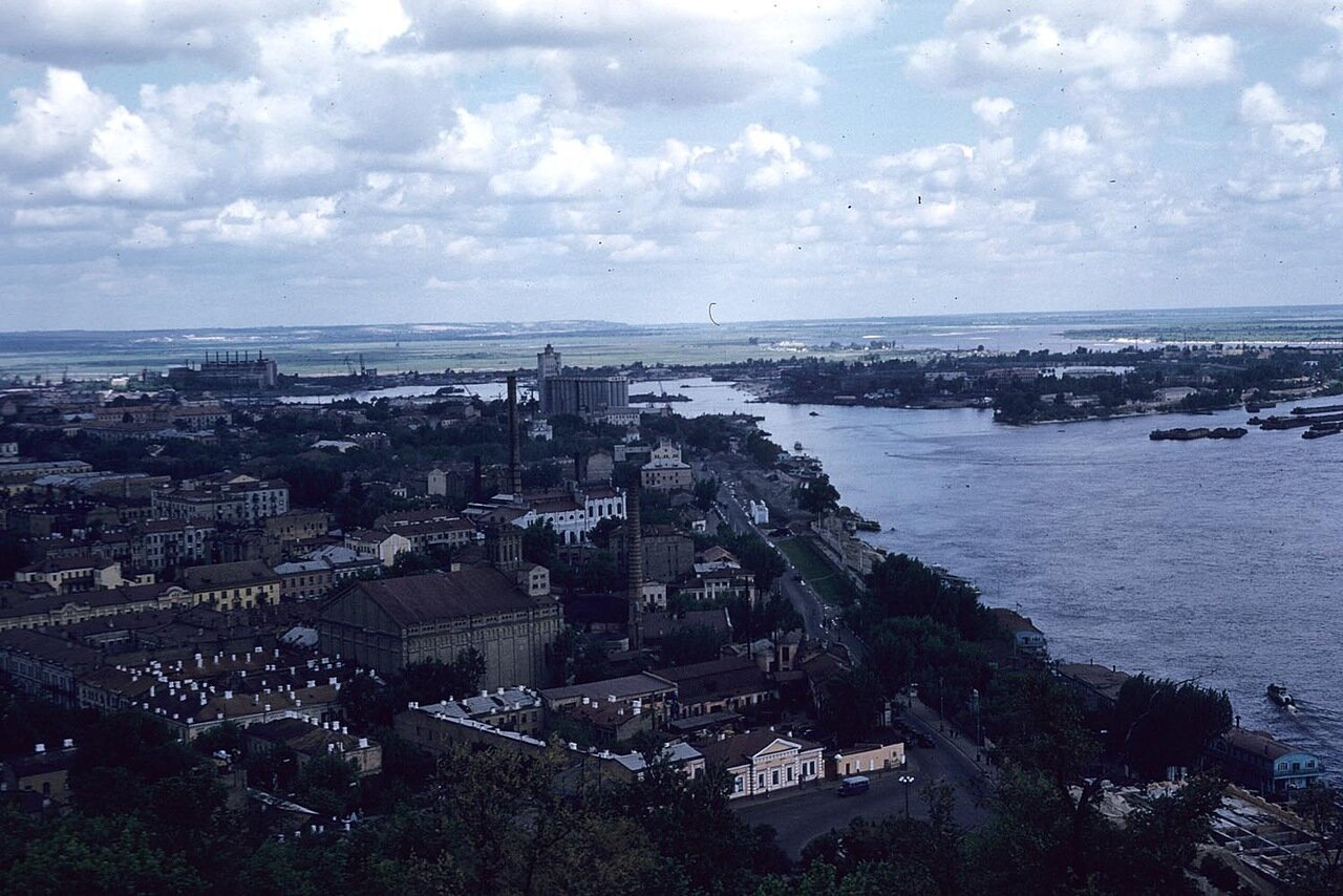 Вид на город и Днепр
