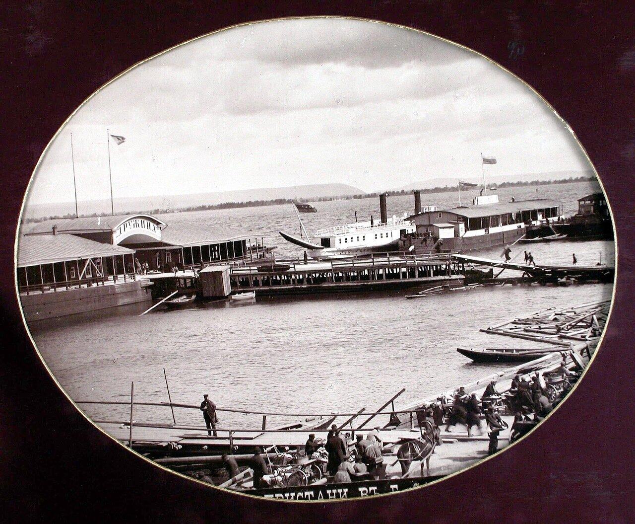 10. Вид на пароходные пристани на р. Волге с восточной стороны