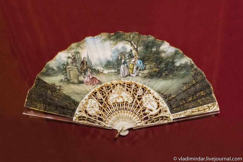Веер-плие «Игра в бадминтон». Испания. 1870-е года. Художник Э.Лопес