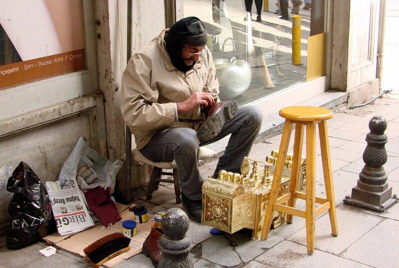 Уличный чистильщик обуви