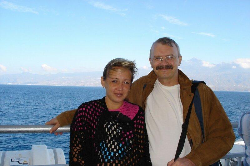 Счастливые люди на продуваемой всеми ветрами палубе...