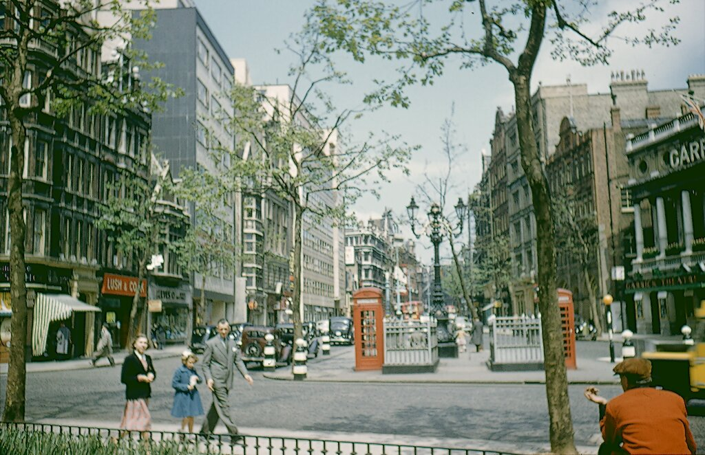 1955 London Charing Cross Road.jpg