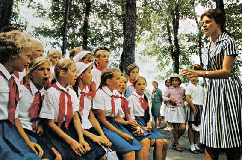 141 Школьники изучают английский язык в ПКиО Сокольники.jpg