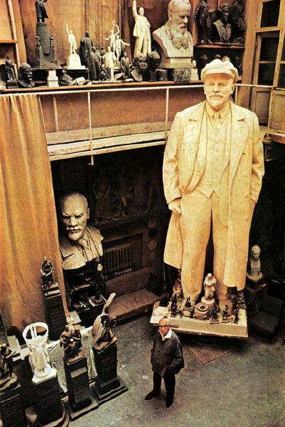142 В мастерской скульптора Матвея Манизера.jpg