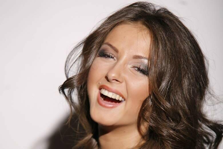 Нюша стала лучшей певицей России