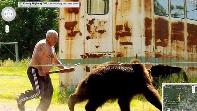 6. Мужчина гоняется за медведем.