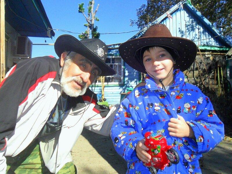 Андрей, шляпа, и я, октябрь 2014