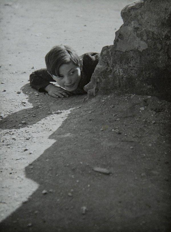 1950. Ребенок на улице