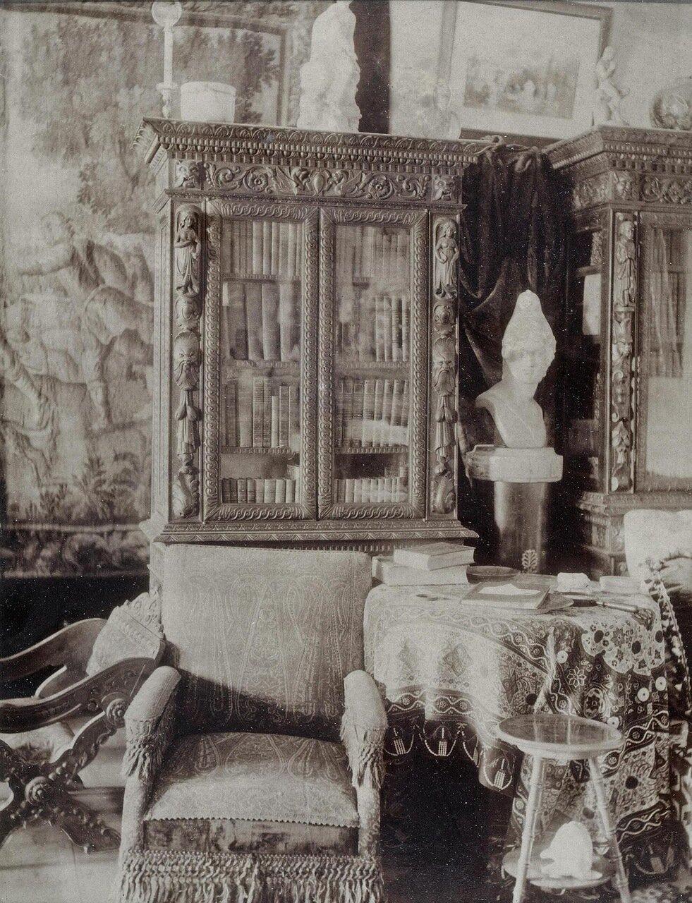 Интерьер во дворце графов Бобринских на Галерной улице. 1880