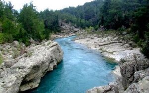 Ярко-голубые воды Кёпрулю