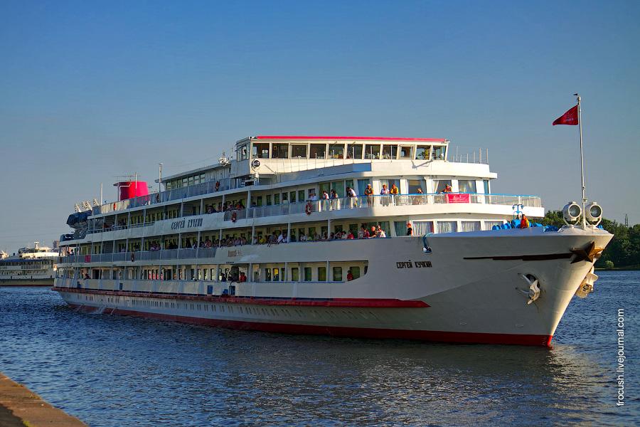 27 июня 2010 года Теплоход «Сергей Кучкин» подходит к причалу Северного речного порта Москвы