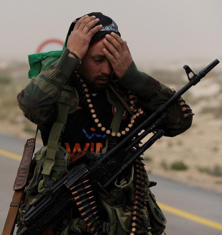 A Libyan rebel fighter readies himself b