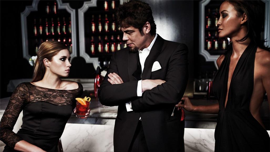 Бенисио дель Торо / Campari The Red Affair 2011 calendar - Benicio del Toro by Michel Compte - сентябрь