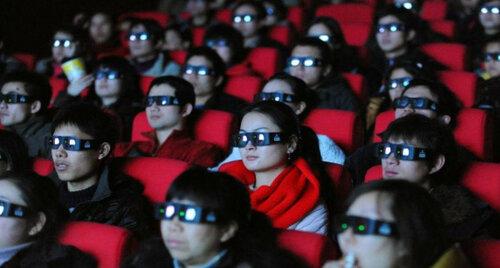 китайцы смотрят кино.jpg