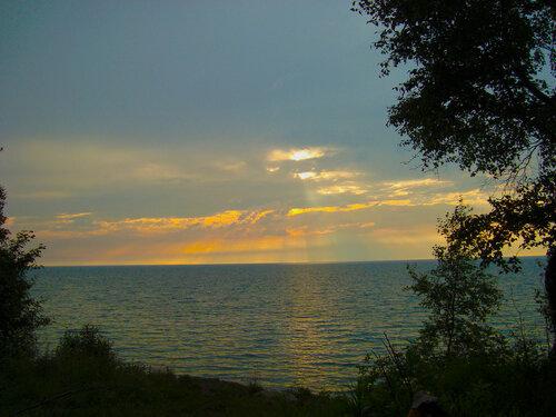 Лучи Солнца сквозь облака над Байкалом