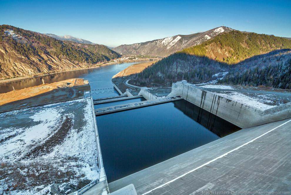 45. Кажется, что ГЭС близко, но на самом деле тут почти 3,5 километра...