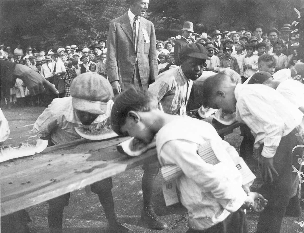 1. 1915 год. Конкурс по поеданию арбузов в Цинциннати, штат Огайо.