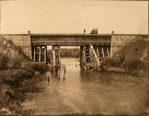 Рабочие на железнодорожном мосту на 169-й версте.