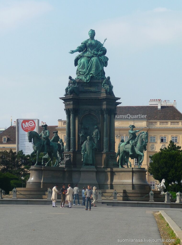 Памятник Марии Терезии.