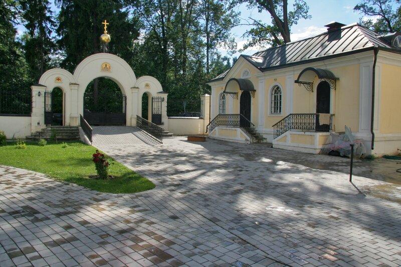 Николо-Прозорово, Врата и сторожка