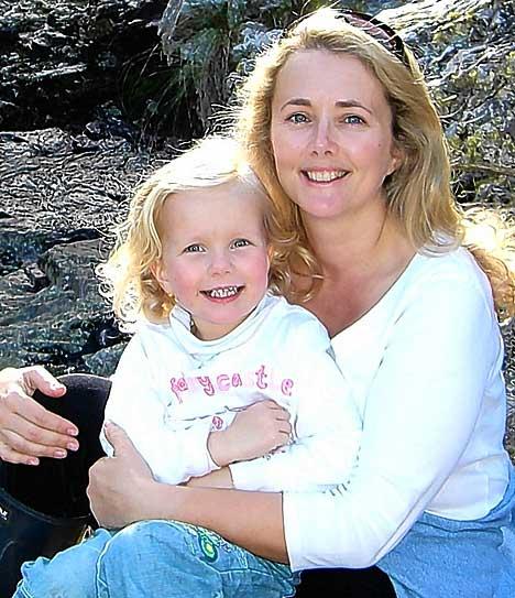 Gates Samantha and daughter Tallulah 2007.jpg