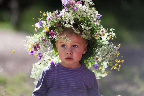 Фото детей с венком из цветов