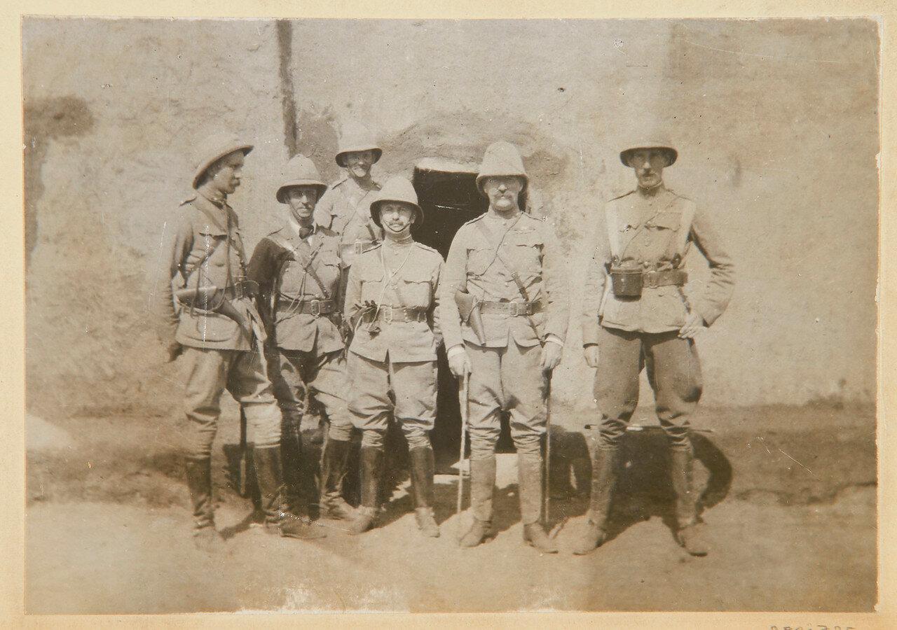 Полковник Уингейт со своими штабными офицерами