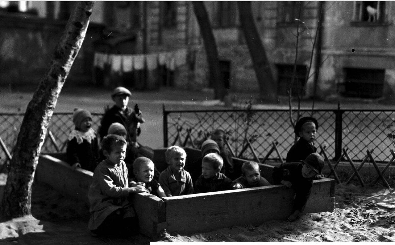 16. Дети в песочнице
