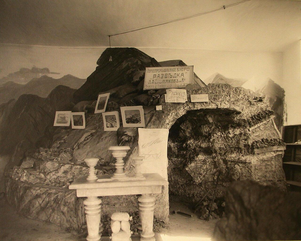 32. Внутренний вид павильона горного отдела