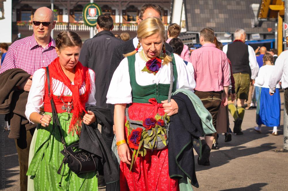 Женские выпуклости и впадины на Октоберфесте girls-Oktoberfest-(28).jpg